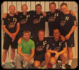 Åtte stolte menn i Gøy Retros aller første kamp